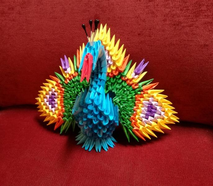 Fig64: 3D origami Páva