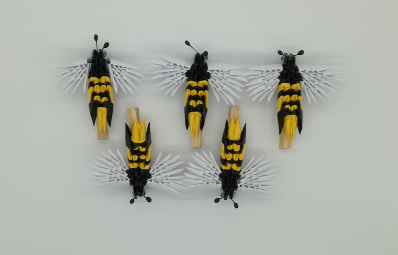 Fig.119. Csipeszes, mágneses méhecske