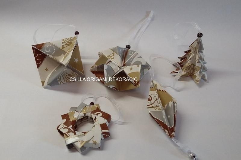 Kd6.sz.Barna-fehér színű karácsonyfadíszek