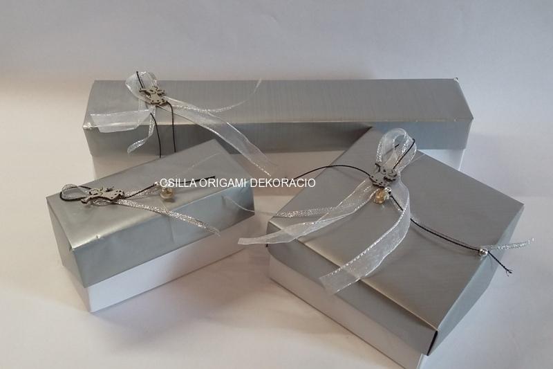 Kd1.sz. Ezüst színű karácsonyfadíszek dobozai