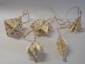 Kd3.sz. Arany-fehér színű karácsonyfadíszek