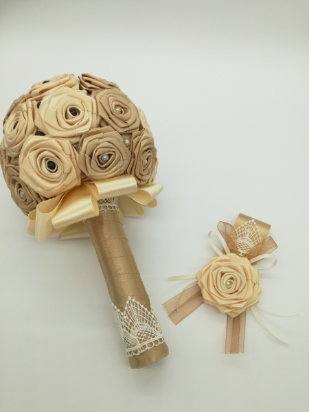 V.16.Szatén menyasszonyi csokor kitűzővel