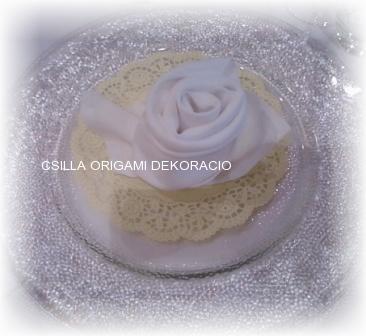 Sz8.szalvéta rózsa asztali