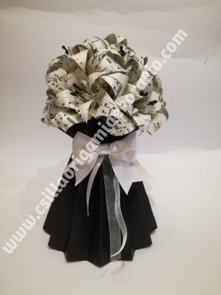 V.13.sz Kottás  asztali dísz origami vázával